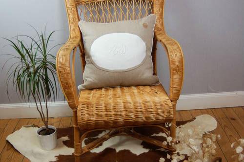 Broderie lyon,rideaux sur mesure lyon,linge ancien lyon,mobilier relooke ,atelier créatif lyon,accessoire,coussin brodé lyon