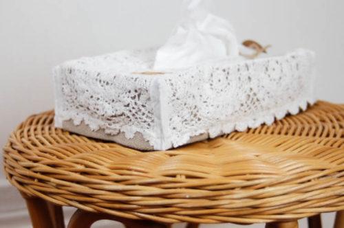 boite à mouchoir. Broderie lyon,rideaux sur mesure lyon,linge ancien lyon,mobilier relooke ,atelier créatif lyon,accessoire,coussin brodé lyon, sac à tarte.