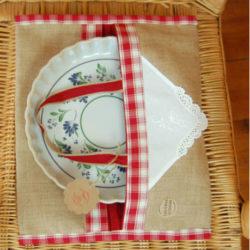 Broderie lyon,rideaux sur mesure lyon,linge ancien lyon,mobilier relooke ,atelier créatif lyon,accessoire,coussin brodé lyon, sac à tarte, sac à tarte toile de jute et broderie
