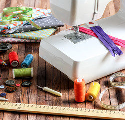 Broderie lyon,rideaux sur mesure lyon,linge ancien lyon,broderie ancien,loisir créatif atelier lyon,diy,création vintage lyon, embrasse noeud, application biais, détail ganse, dos housse velours, housse canapé déhoussable, housse chaise lin et broderie, housse de chaise floral, housse déhoussable,, rideau drapé, store bateau brodé, plis flamand, plis flamand 2, double drapé, drapé, volume, ciel de lit, fronce double, store bateaux, housse fauteuil, sac à tarte floral sac à tarte toile de jute, table bambou vintage, boite à mouchoir lin et crochet, boite à mouchoir point de croix, coussin velours et broderie, tissu velours, tissu soie, tissu lin, tissu velours, tissu taffetas,