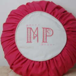 Coussin monogramme MP